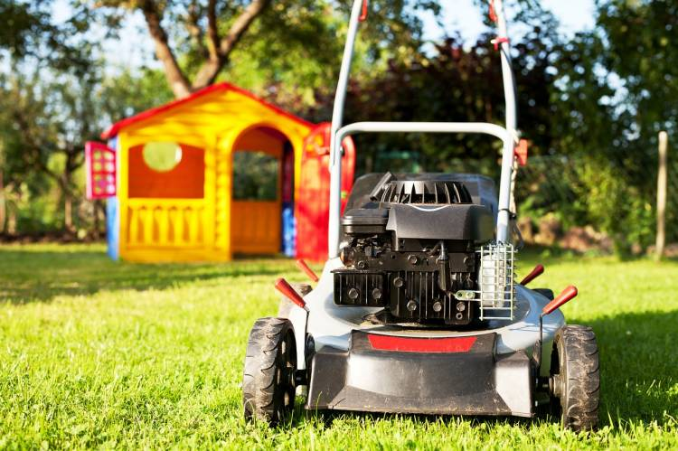 lawn mower is burning oil – causes, what to do